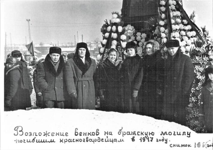Возложение венков поггибшим в 1917 году в Иркутске 1967 год
